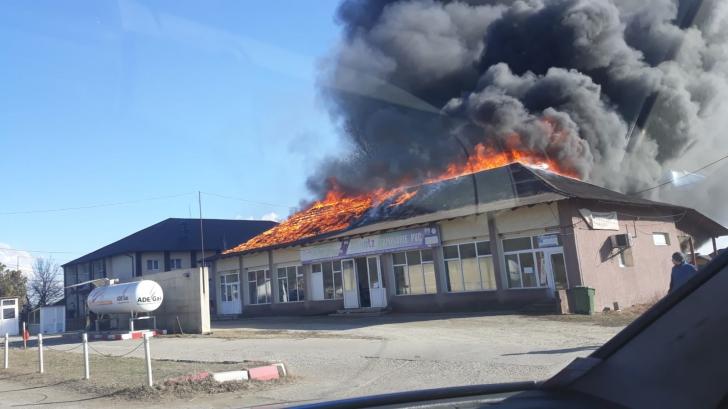 Incendiu fabrica termopane - județul Argeș