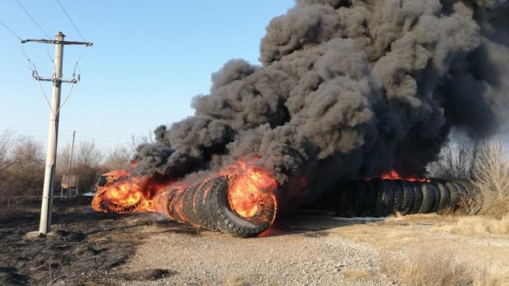 Incendiu violent în Cluj! Două maşini au fost distruse de flăcări (VIDEO)