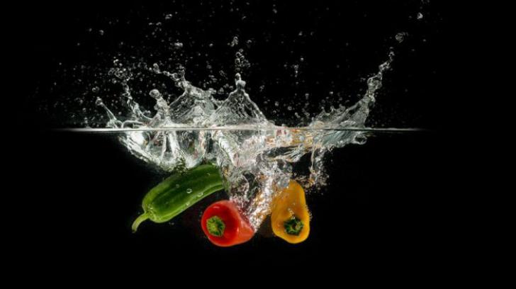 Cu ce spălați fructele și legumele ca să le curățați de chimicale și bacterii