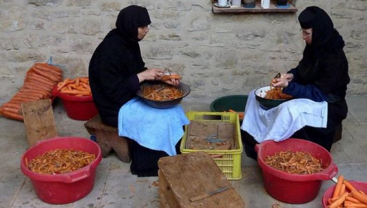 Ce se mănâncă la mănăstire în postul Paştelui. Meniu complet, plus desert