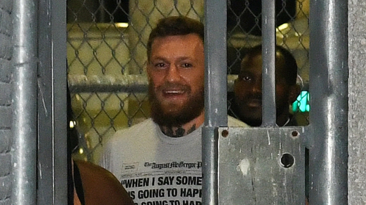 Conor McGregor, arestat și eliberat pe cauțiune pentru că a furat telefonul unui fan