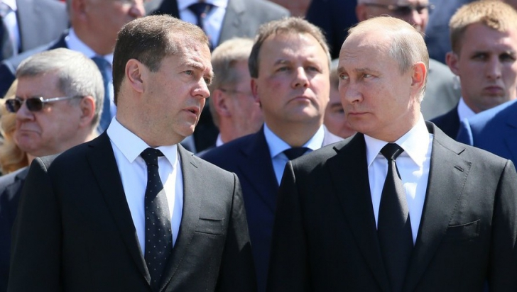 Dmitri Medvedev, alături de Vladimir Putin