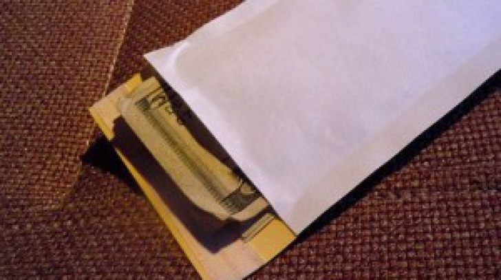 Mister total. Locuitorii unui sat din Spania au primit plicuri cu bani