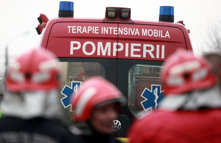 Incendiu violent, în Balotești. Arde un depozit de materiale de construcții