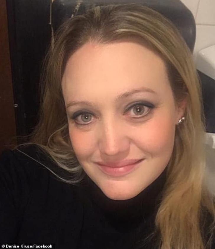 Profa nouă de la şcoală, care e o bombă sexy, a fost abuzată sexual de elevi de clasa a 5-a