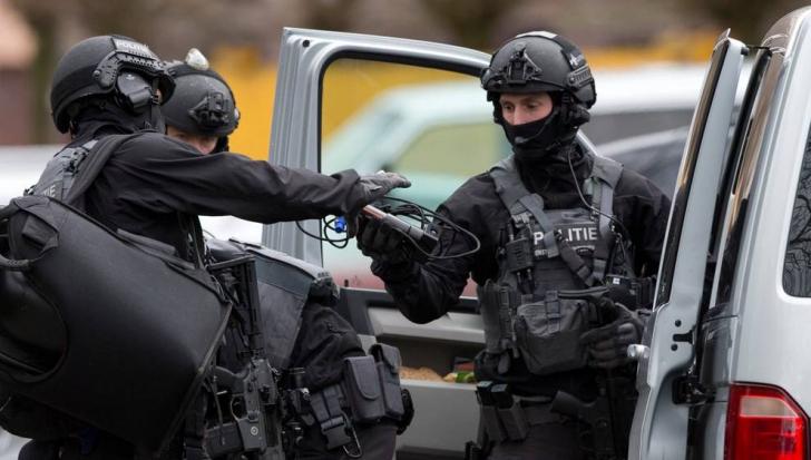 Olanda: Drapelele, coborâte în bernă după incidentul armat din Utrecht