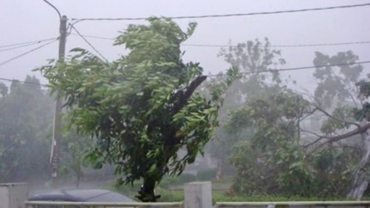 Cod portocaliu în România. Rafale de vânt de 140 de km/h. Avertismentul ISU