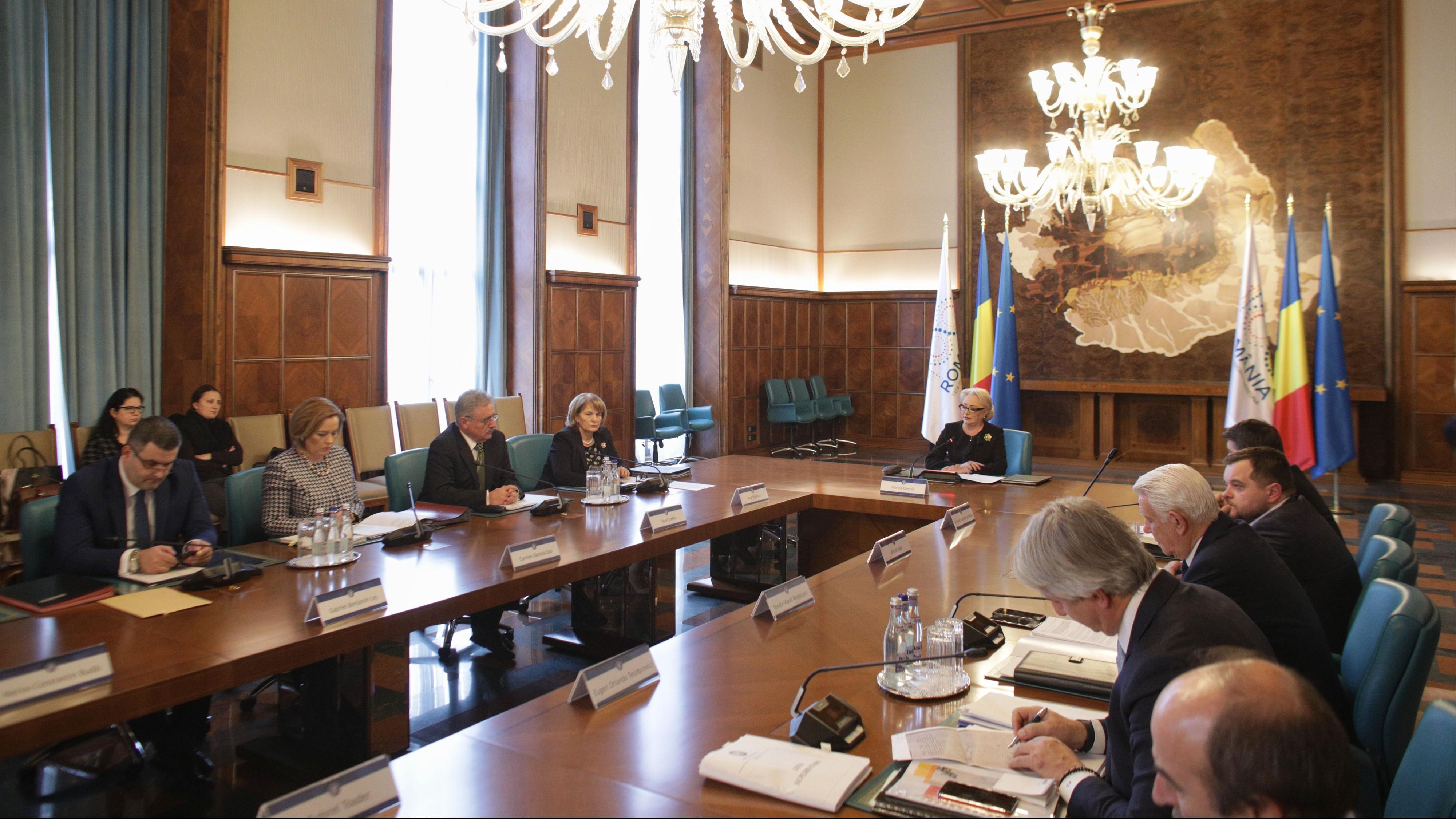 Ședință de Guvern în Săptămâna patimilor: Se taie locurile în licee și se introduce coplata / Foto: Inquam Photos