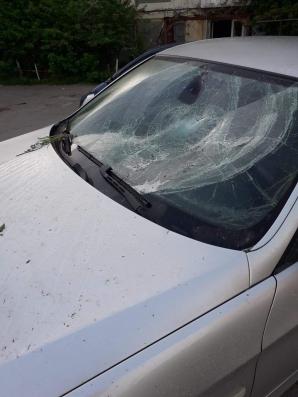 Balș: Un bărbat a spart cu pietre parbrizele mai multor autoturisme parcate