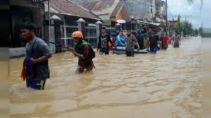 Cel puţin 10 persoane au decedat în urma inundaţiilor din Indonezia