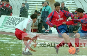 Adrian Ilie in actiune, intr-un derby Steaua - Dinamo 1-0, din Cupa Romaniei, 1996