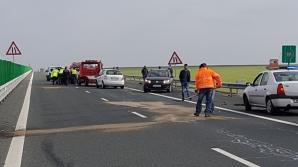 Accident grav pe Autostrada Soarelui: Un tir încărcat cu deșeuri metalice a lovit o autoutilitară