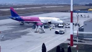 Iaşi: O pasageră dintr-un avion ce venea din Franța, dusă de urgență la spital