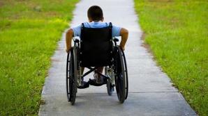 Copiii cu dizabilităţi, fără asistenţi personali. Au fost concediați de mai multe primării din țară