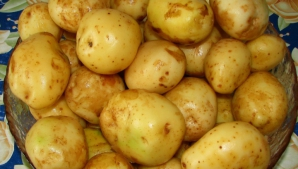 De ce să nu cureți cartofii noi de coajă. Greşeala asta o fac multe gospodine