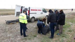 Victima este un bărbat de 63 de ani, din comuna Cepari, care a fost găsit mort pe drum, sâmbătă