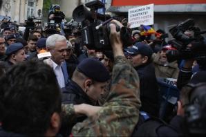 Ziua judecății pentru Dragnea. Jandarmii, mobilizare masivă. Șeful PSD, întâmpinat cu huiduieli / Foto: Inquam Photos / Octav Ganea