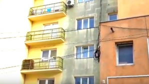 O tănără a fost găsită moartă în cadă, într-un apartament din Suceava