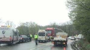 Accident GRAV: 5 victime, după ce un microbuz plin cu ELEVI a fost făcut praf de un TIR