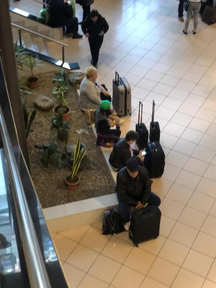 Imagini de pe aeroportul Otopeni, postate de ministrul Transporturilor