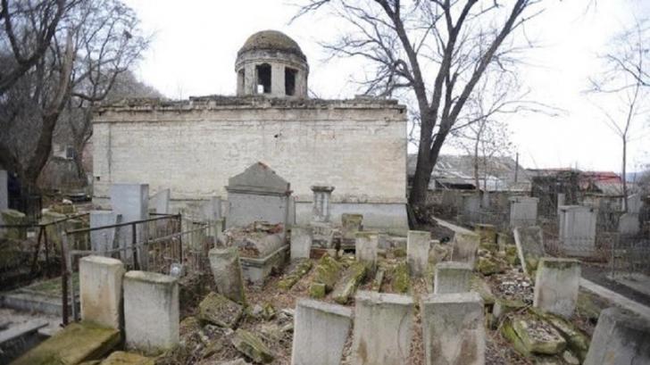 Cimitir evreiesc vandalizat