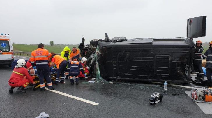 Accident violent pe autostradă în apropiere de Timișoara (FOTO GALERIE)