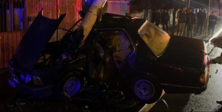 Accident cumplit, în Constanța: mașină încolăcită pe stâlp. Șoferul, în comă