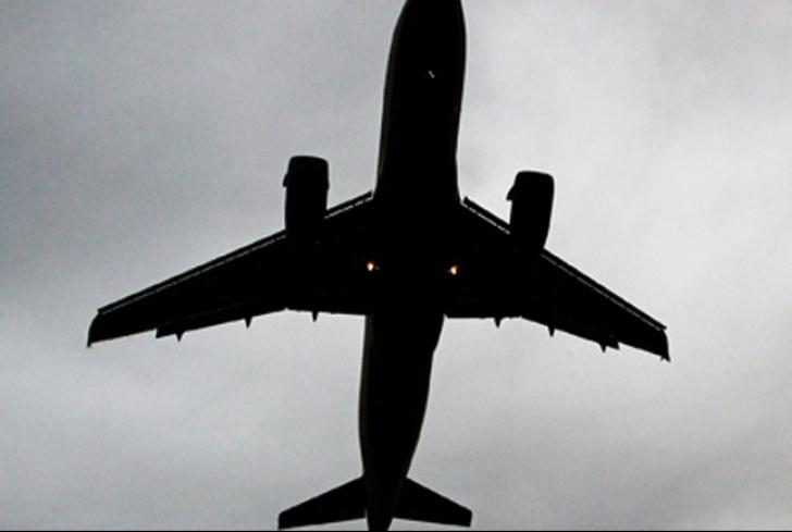 Incident pe Aeroportul Henri Coandă: pasageri blocați în avion