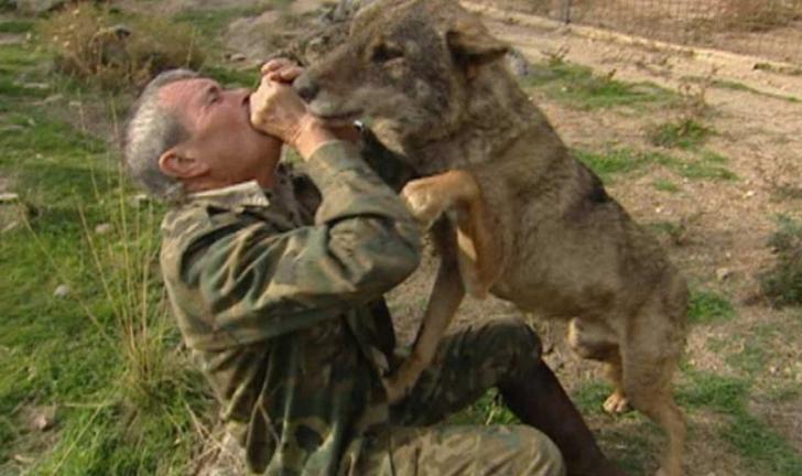 Bărbatul crescut de lupi are un mesaj terifiant pentru oameni. Ireal ce au fost în stare să-i facă!