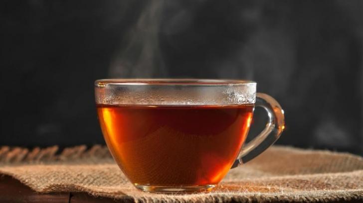 Băuturile fierbinţi, un risc uriaș pentru sănătate. Ce boală pot cauza