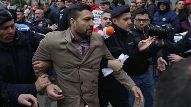 Proteste și îmbrânceli la sosirea lui Dragnea la ÎCCJ