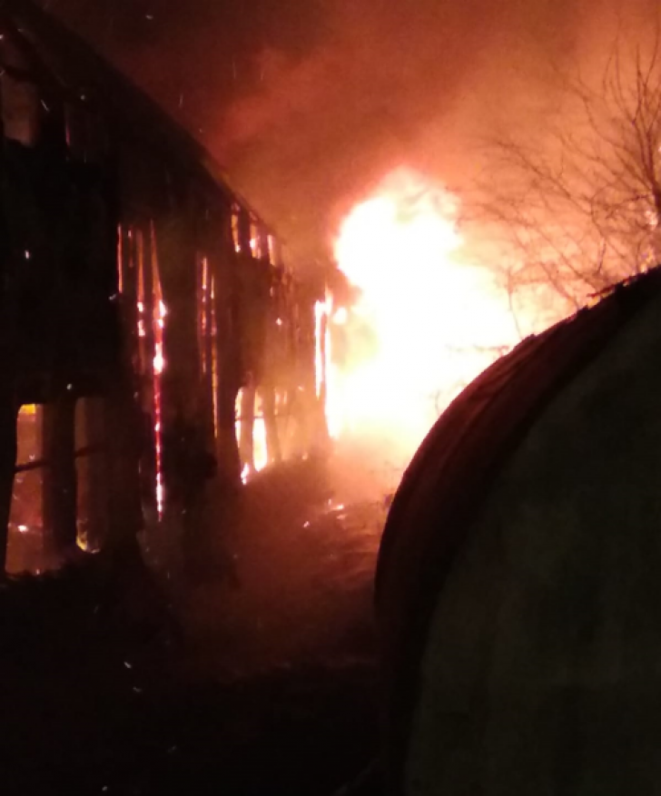 Incendiu violent în gara din Caransebeş (VIDEO+FOTO)