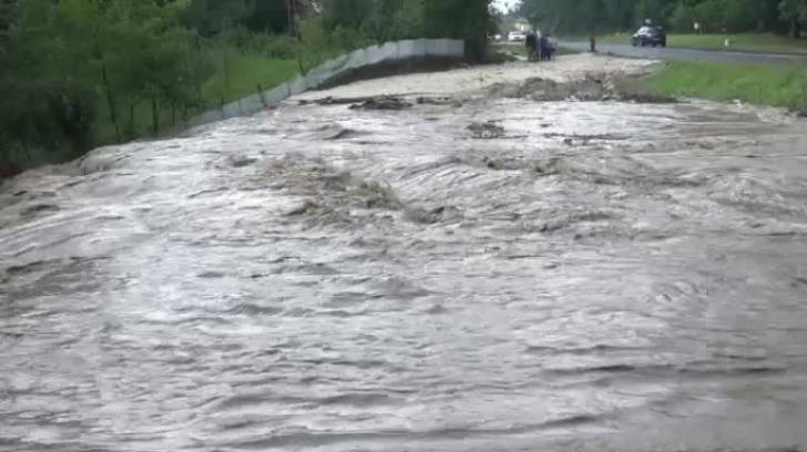 Alertă hidrologică în România! Cod galben de inundații