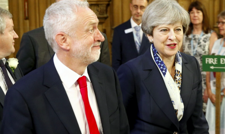 Jeremy Corbyn, alături de Theresa May