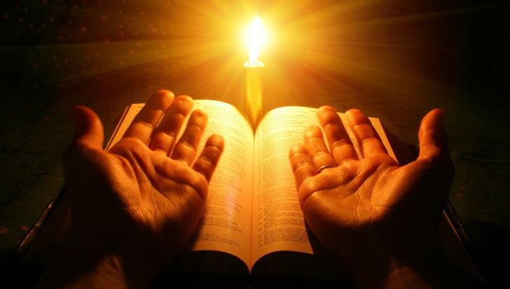"Timotei Prahoveanu: ""Lumina Sfanta de la Ierusalim il reprezinta pe Mantuitorul Hristos"""