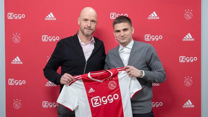 Răzvan Marin a semnat alături de două legende cu Ajax!