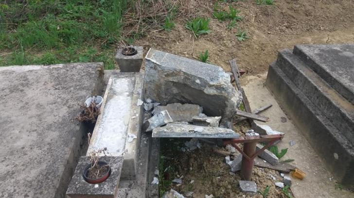 Cimitirul Reformat din Zalău a fost vandalizat. Zeci de morminte, profanate