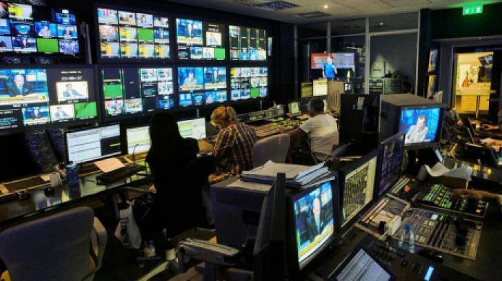 Realitatea TV, prima televiziune de știri din România.De-a lungul timpului, aspru sancţionată de CNA