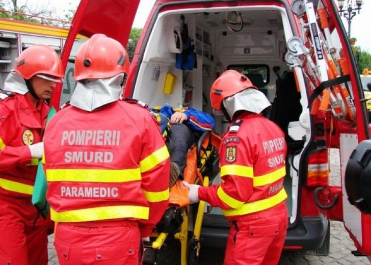 Accident grav, în Defileul Jiului. Autobuz cu pelerini, spulberat de un șofer beat, lângă mănăstire