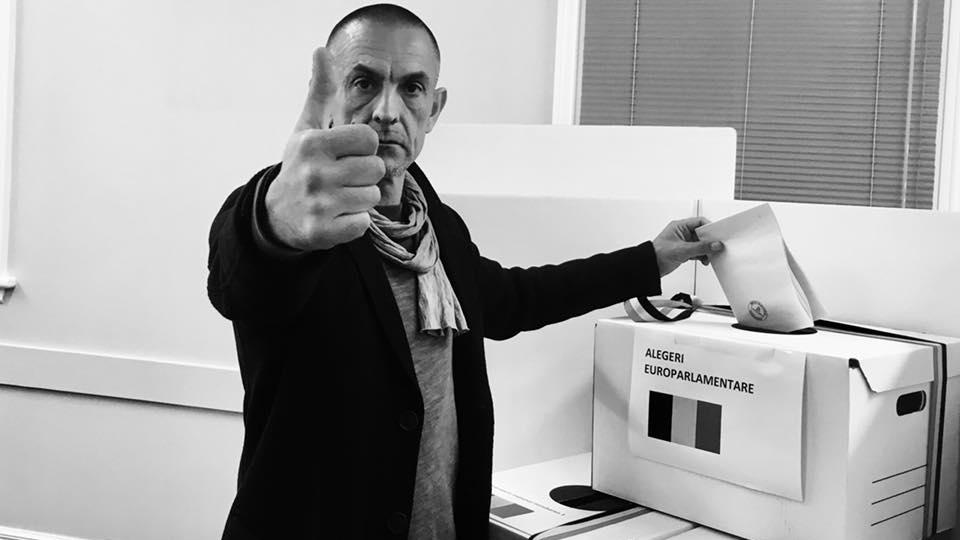 """Euroarlamentare 2019. Primul român din lume care a votat. """"1-0 împotriva hoției!"""""""