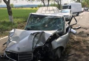 Accident cumplit, în Tulcea. Mașină mortuară, făcută praf!