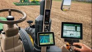 Tractorul cu GPS, care poate fi operat de la distanță, poate lucra non-stop cu o abatere de cel mult doi centimetri de la traseu