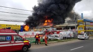 Incendiu violent, la un depozit din Ilfov. 17 autospeciale intervin. EXPLOZII SUCCESIVE, fum dens / Foto: ISU Bucuresti-Ilfov