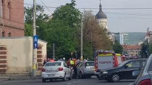 Pieton lovit în plin de mașina de poliție