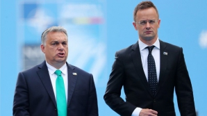 Ministrul maghiar de Externe, Peter Szijjarto,alături de premierul Viktor Orban
