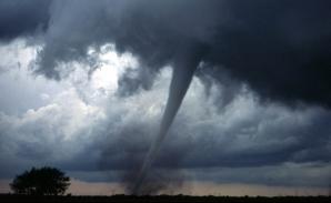 AccuWeather, prognoză de tornadă în Bucureşti. Ce se află în spatele anunţului
