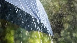 Cod galben de vreme rea. Furtuni și ploi torențiale, în jumătate din țară. La munte, NINSORI