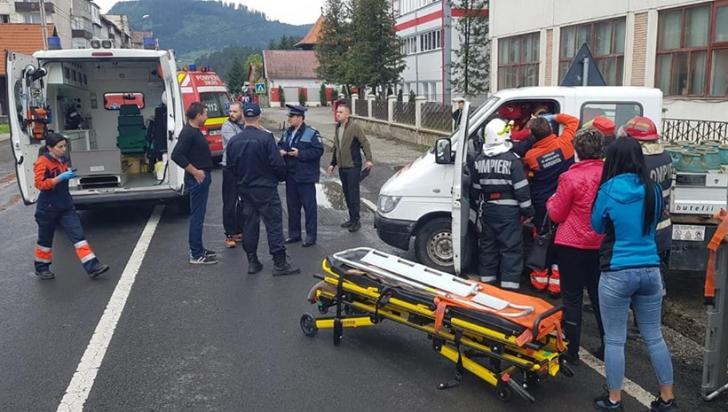 Camion plin cu butelii de aragaz implicat într-un accident, la Topliţa