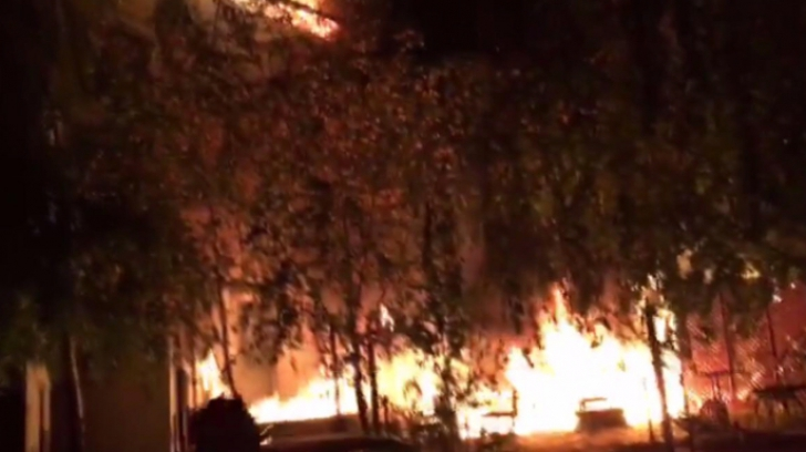 Incendiu la un hotel din Căciulata: Aproximativ 70 de persoane s-au autoevacuat