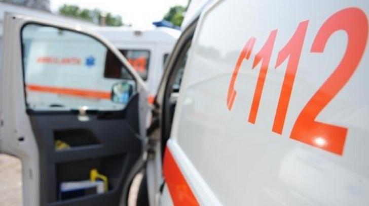Microbuz, impact violent cu o mașină, în Bacău: 16 victime